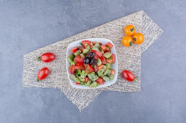 다진 토마토와 녹색 콩 샐러드
