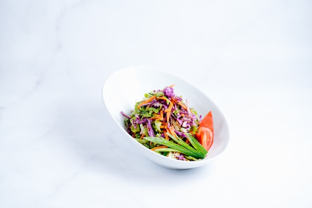 みじん切り野菜とハーブのサラダ