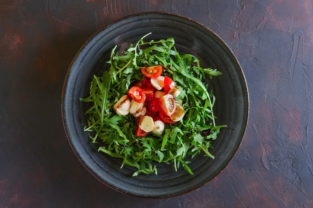 Salad with mozzarella, tomato and arugula