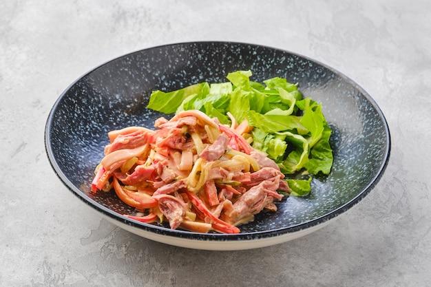풀드 비프와 야채 샐러드