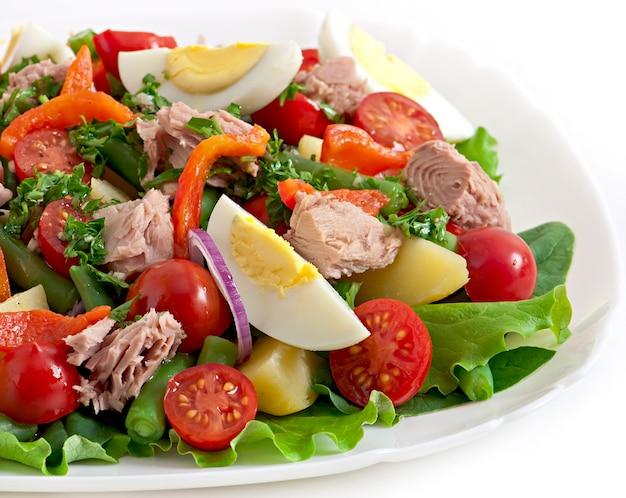 Salad with tuna, tomatoes, potato and onion