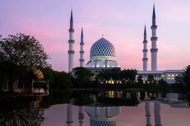 Salahuddin abdul aziz shah mosque during sunrise located at shah alam, selangor, malaysia.