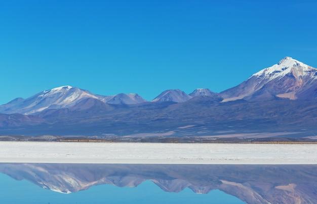 ウユニ塩原、ボリビア。世界で最大の塩原珍しい景観自然