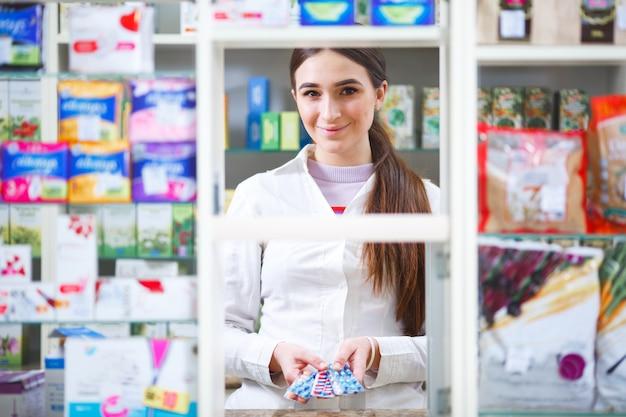 약국 소매 네트워크에서 약품 판매