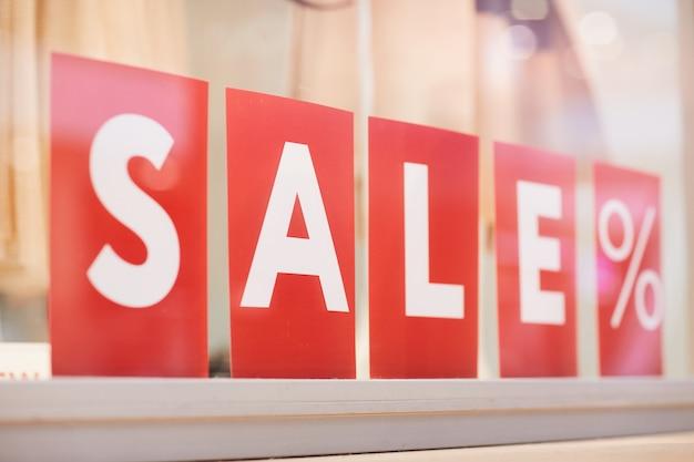 衣料品ブティックの販売サイン Premium写真