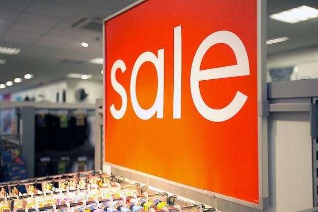 의류 매장 시장에서 판매 사인 텍스트, 쇼핑몰에서 쇼핑, 판매, 비즈니스 컨셉 배경 가까이