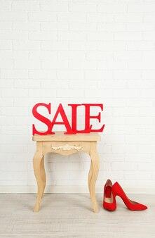 お部屋のサイドテーブルに靴を置いて販売