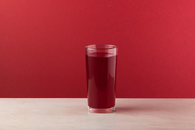 발효 된 보라색 당근 순무 또는 비트로 만든 salgam 인기 터키 음료