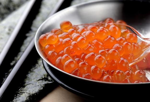 Лососевые яйца или икура в японском стиле.