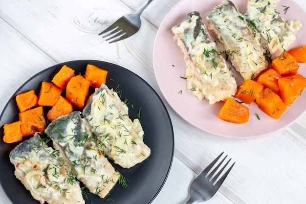 鮭の切り身とカボチャのソース