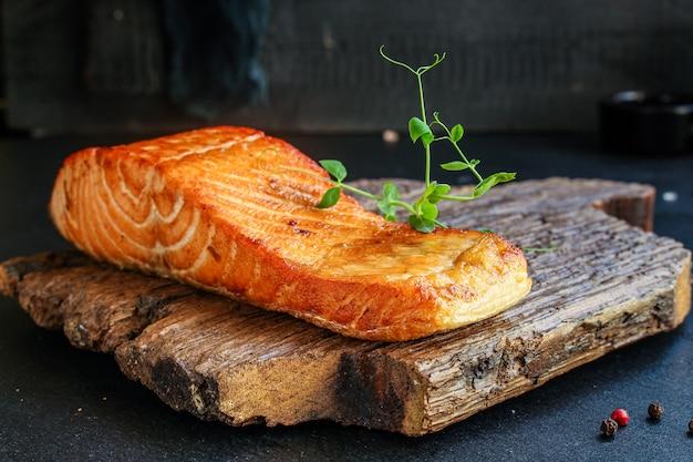 Лосось рыба риед барбекю гриль морепродукты еда вкусный размер порции