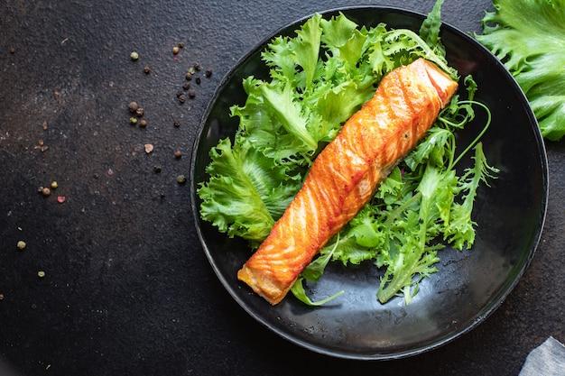 サーモングリル揚げシーフード魚焼き食品オーガニック製品食事スナックテーブル上のコピースペース食品