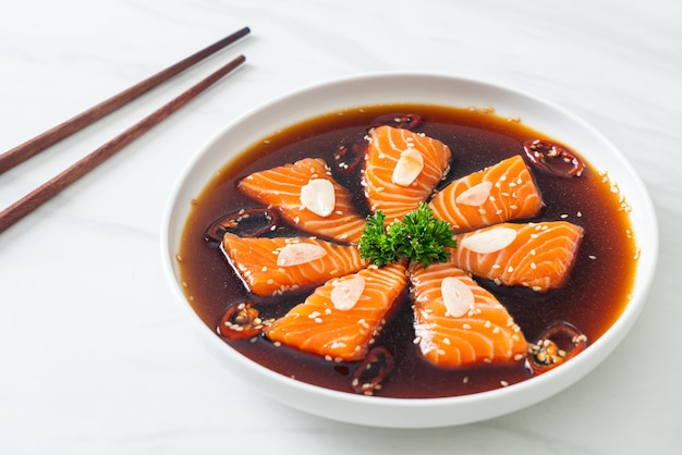 鮭の醤油漬けまたは鮭の醤油漬け