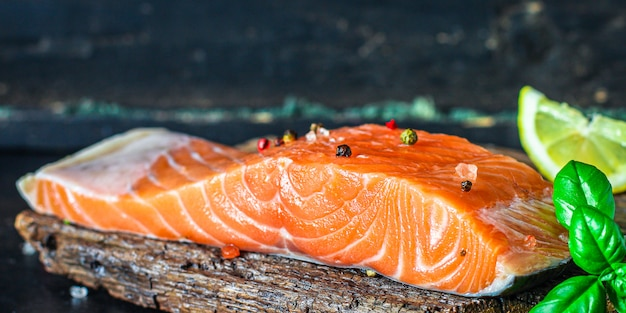Кусочек лосося ломтик красной рыбы морепродукты песчетарский