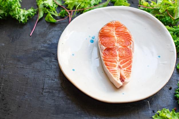 Стейк из сырого филе лосося натуральный ингредиент продукта