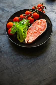 Лосось сырой стейк из красной рыбы филе морепродукты