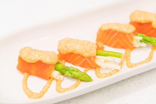 Salmon roll asparagus