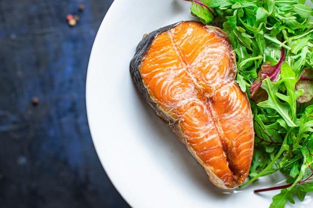 Салат из лосося жареный на гриле рыба барбекю морепродукты барбекю закуски вегетарианское питание