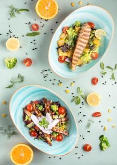 Салат с лососем на столе