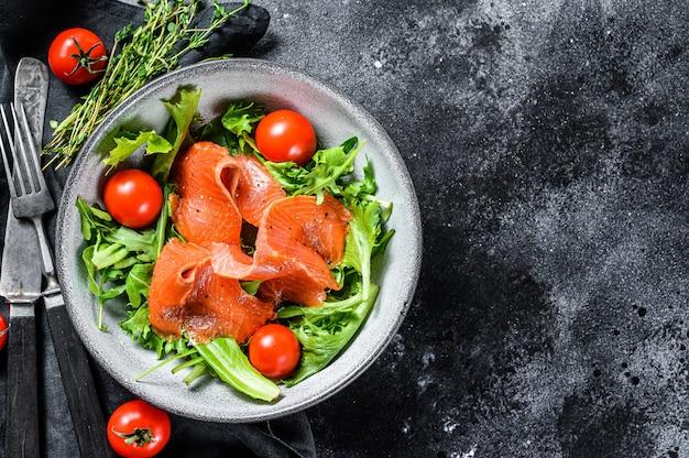 Salmon salad with arugula, cherry tomatoes and corn salad