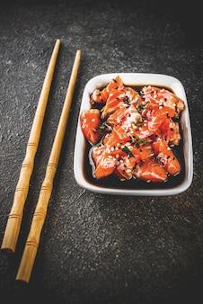 Salmon sashimi with sesame seeds