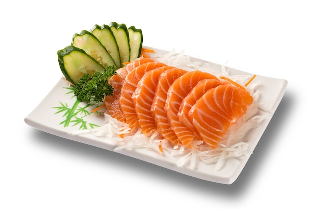 Сашими из лосося с изолированной тарелкой