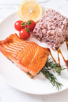 Salmon steak with berry rice