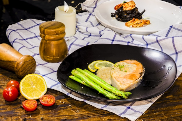 Salmon steak with green asparagus