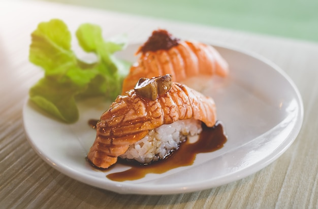 Суши-гриль с лососем и фуа-гра