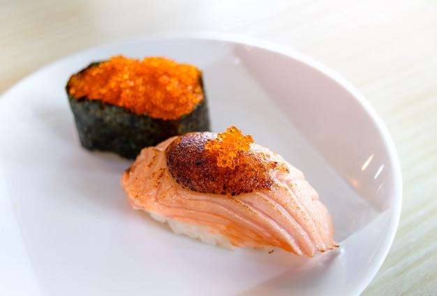 Суши-гриль с лососем и сладким мисо