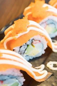 Rotolo di salmone sushi