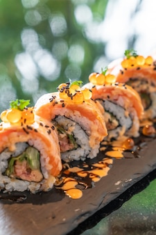 Лососевые суши роллы с фуа-гра