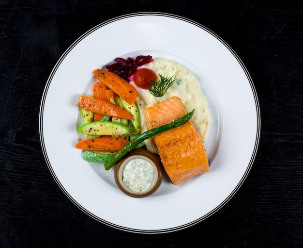 Salmon with fried vegetables and mashed potatoes