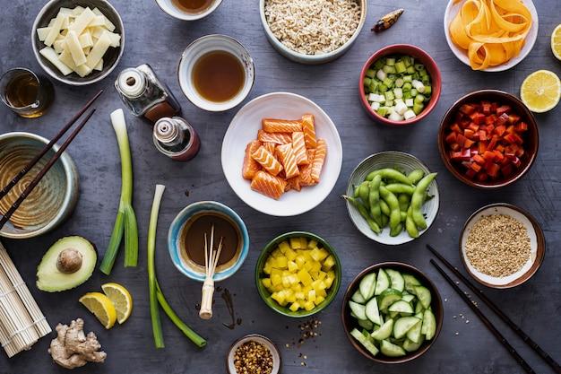 野菜とサーモンフラットレイ写真