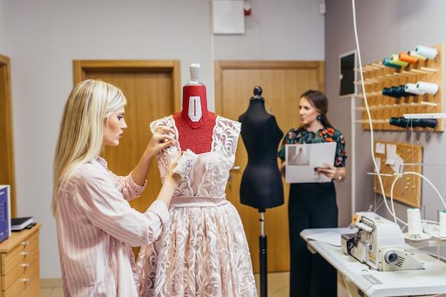 Салон по пошиву свадебных платьев.