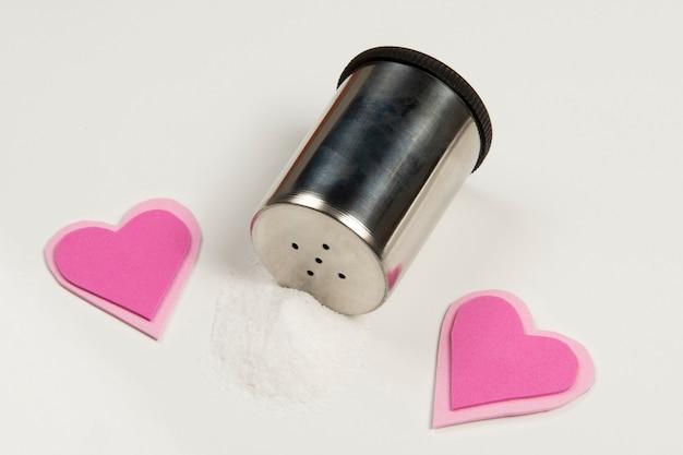 Соль, вызывающая высокое кровяное давление и сопутствующие заболевания сердца