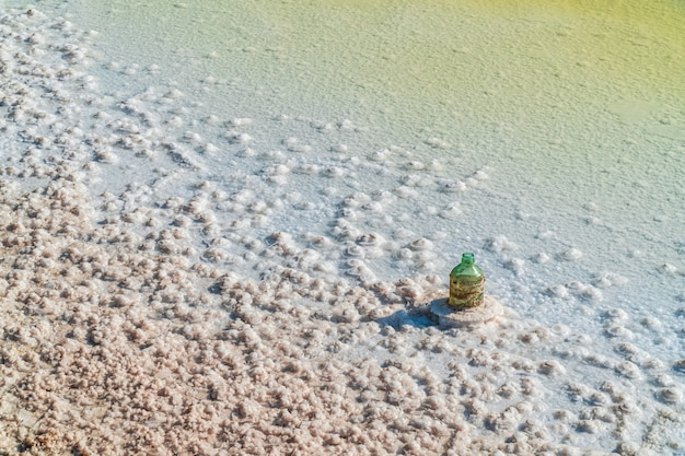 Соленое озеро, кристаллы натуральной соли