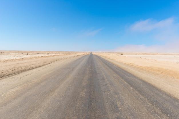 アフリカ、ナミビア、ナミブ砂漠を横断する塩の道