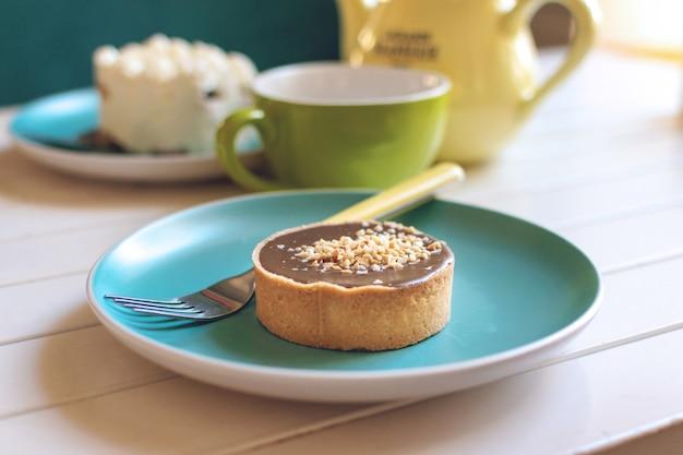 塩キャラメルラウンドケーキ Premium写真
