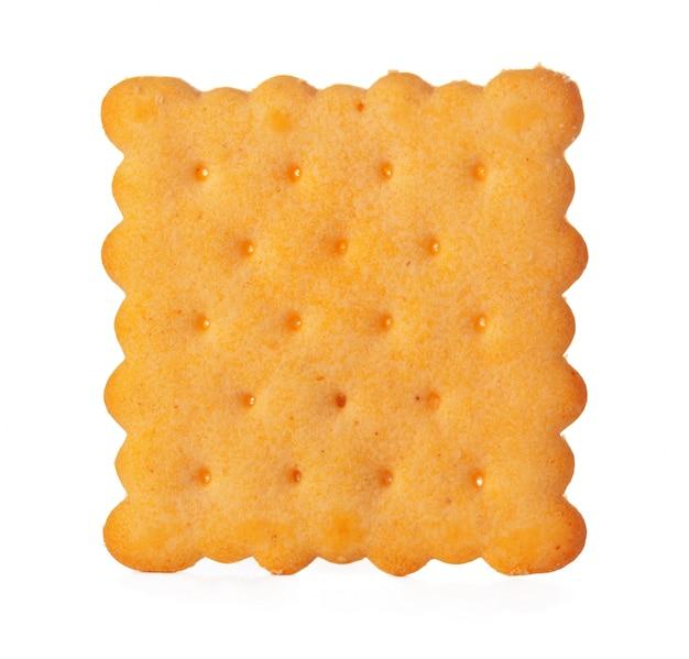 白で隔離される塩味のクラッカークッキー