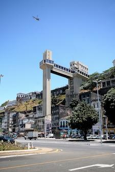 살바도르, 브라질-2017 년 1 월 : elevador lacerda 엘리베이터가있는 살바도르의 파노라마.