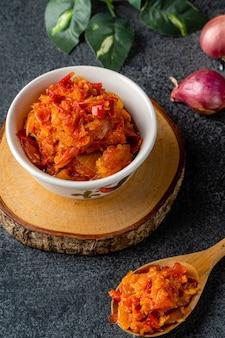 唐辛子成分のサンバルバラドサンバルバラドは西スマトラの伝統的な赤唐辛子ペーストです