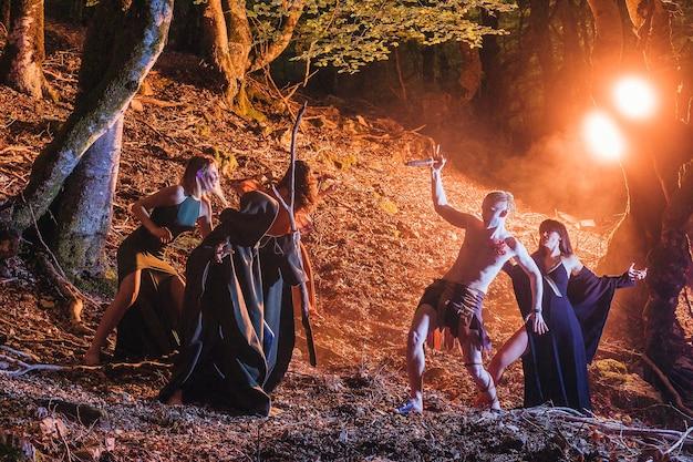드루이드 드라이어드 나이아드 전사와 마녀와의 할로윈 싸움의 삼하인 역사적 켈트족 기원