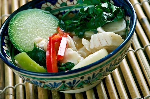 ソムロームチュー-クメール語の酸っぱいスープ。カンボジア料理