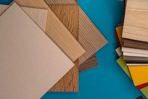 青い背景で隔離のデザインのビニールの床や家具のサンプルカタログ