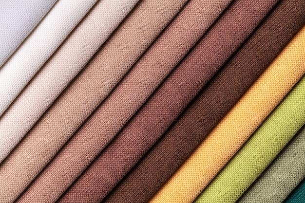 벨벳과 벨벳 섬유의 샘플 다양한 색상, 배경. 가구 인테리어 패브릭의 카탈로그 및 견본 톤.