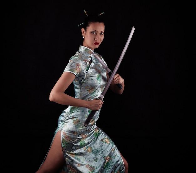 サムライガール女性忍者サムライソードカタナスタジオポートレート