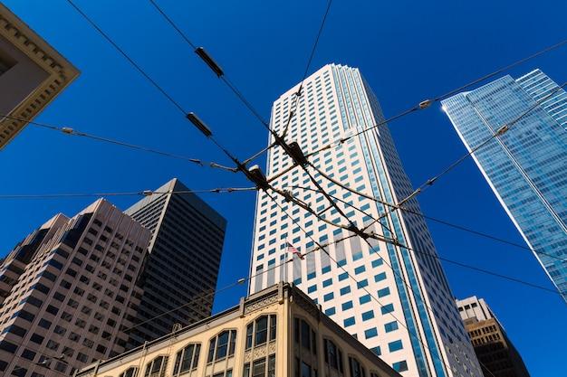 하늘 캘리포니아에서 샌프란시스코 시내 전차 케이블