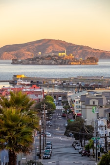샌프란시스코, 미국 알카트라즈 섬이 있는 스카이라인