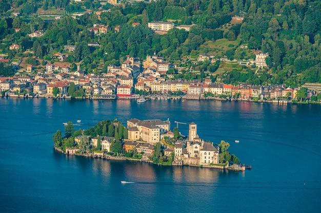 Остров сан-джулио - остров на озере орта в пьемонте с бенедиктинским монастырем.
